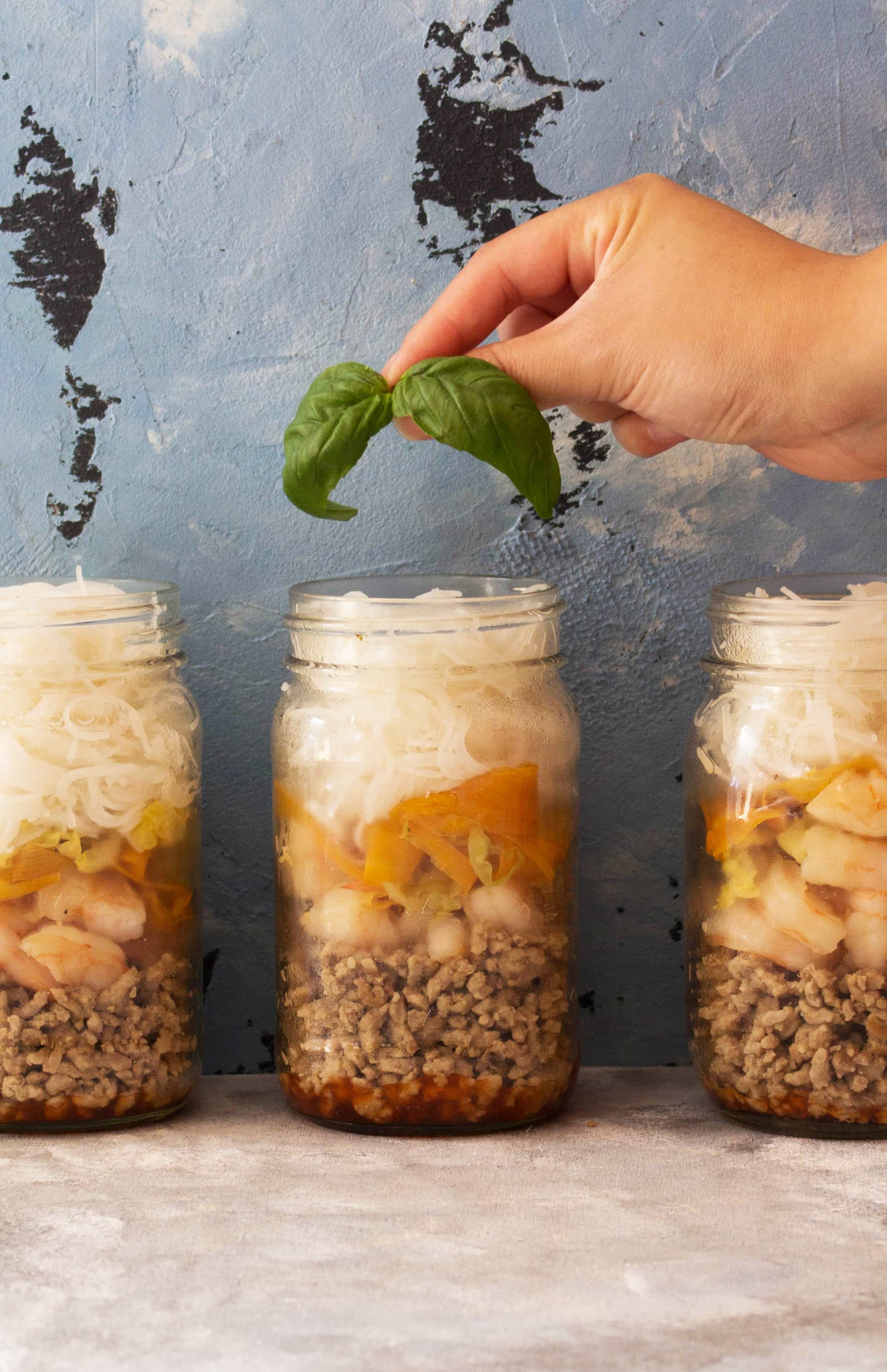 Mason Jar Meals: This easy deconstructed spring roll in a jar is a fun and delicious way to get your spring roll fix without having to fry or wrap a roll!