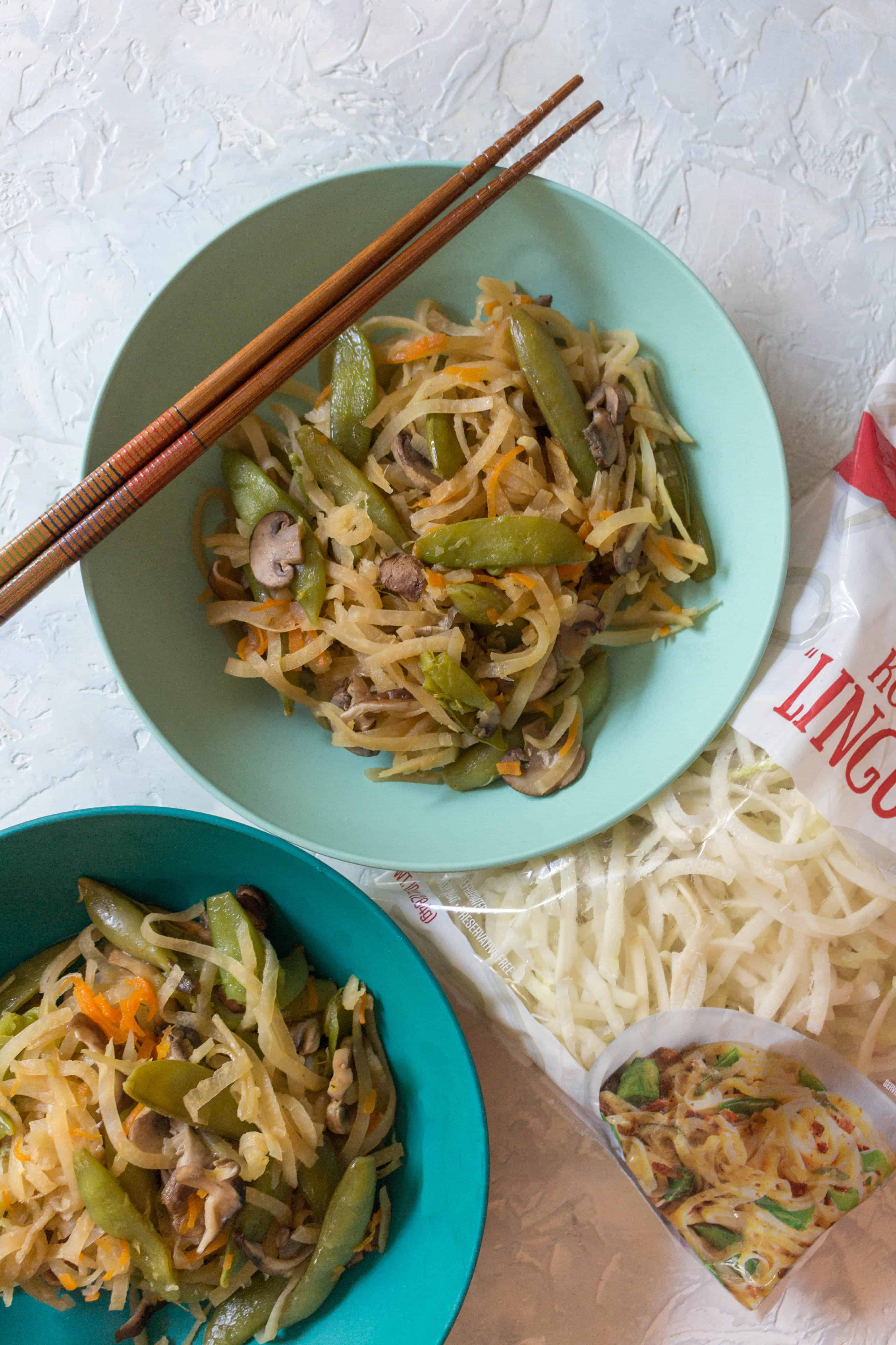 Craving a delicious lo mein but want to cut back on the carbs? Try this delicious low carb lo mein made with kohlrabi noodles made in 5 minutes in an Instant Pot!