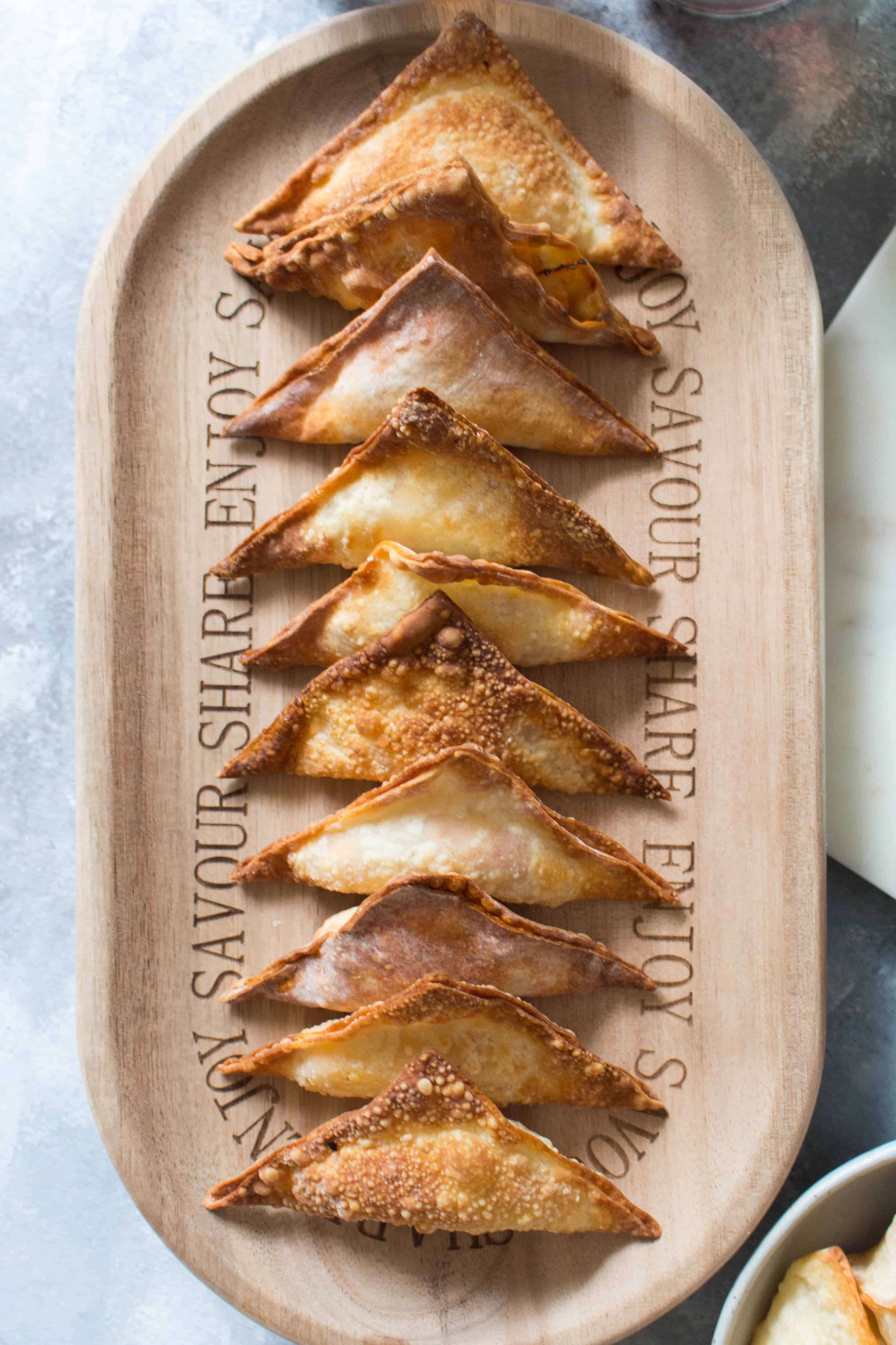 sriracha chicken stuffed wontons