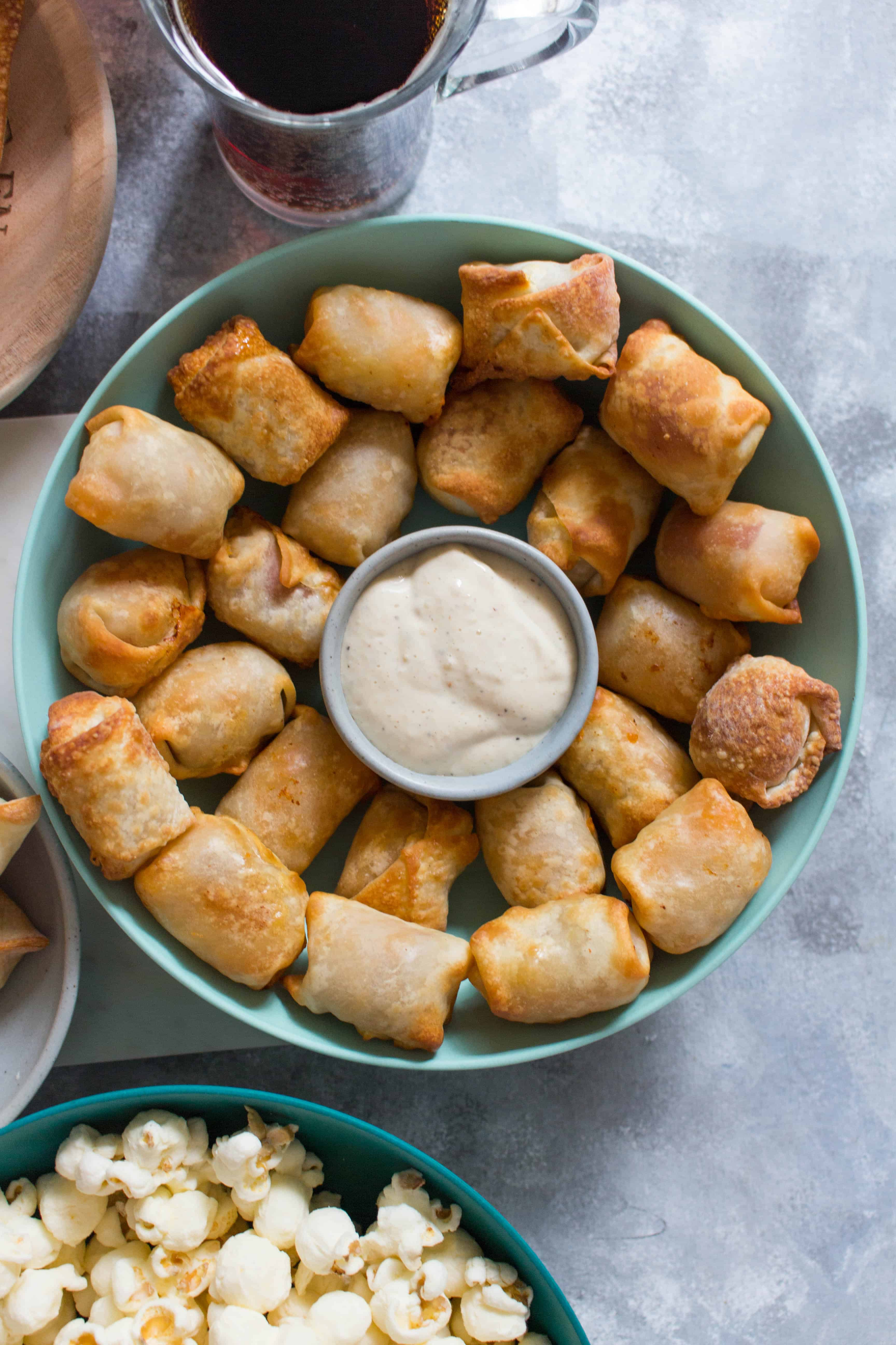 Do you often crave that crunch from deep fried foods while watching the game on TV? Want an healthier alternative that's not carrot sticks? Try these party snacks: wontons 3 ways with an Airfryer! The perfect little bites!