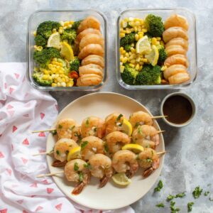 Cooked in under 10 minutes, this easy sweet lemon shrimp meal prep is packed with flavour. Marinate the shrimp overnight or for 30 minutes, and you've got yourself a delicious meal prep! Look no further for this week's meal prep than this sweet lemon shrimp recipe!
