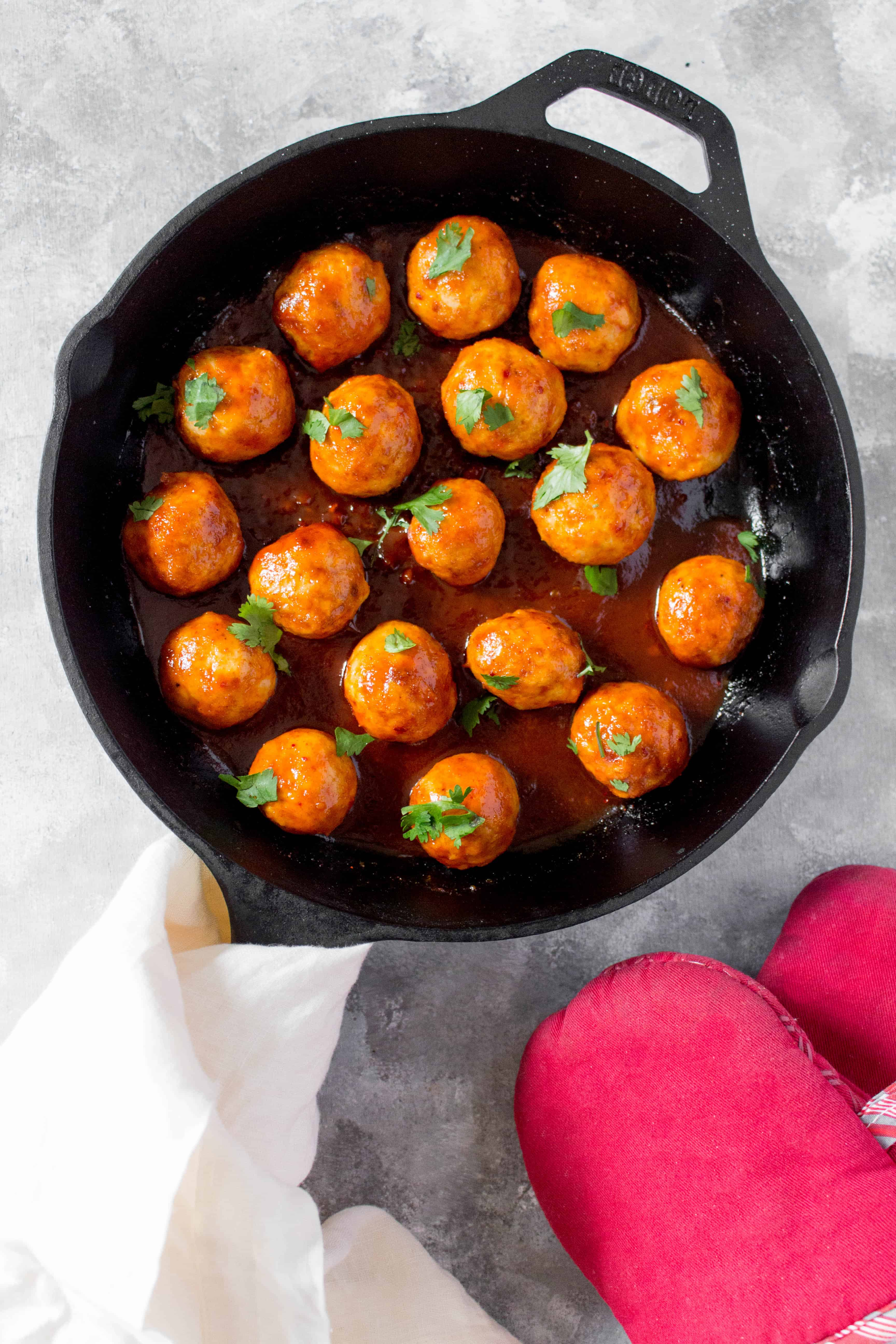 These Tteokbokki Inspired Korean Meatballs are going to change up the way you eat meatballs! Great as an easy weeknight dinner or as a meal prep.
