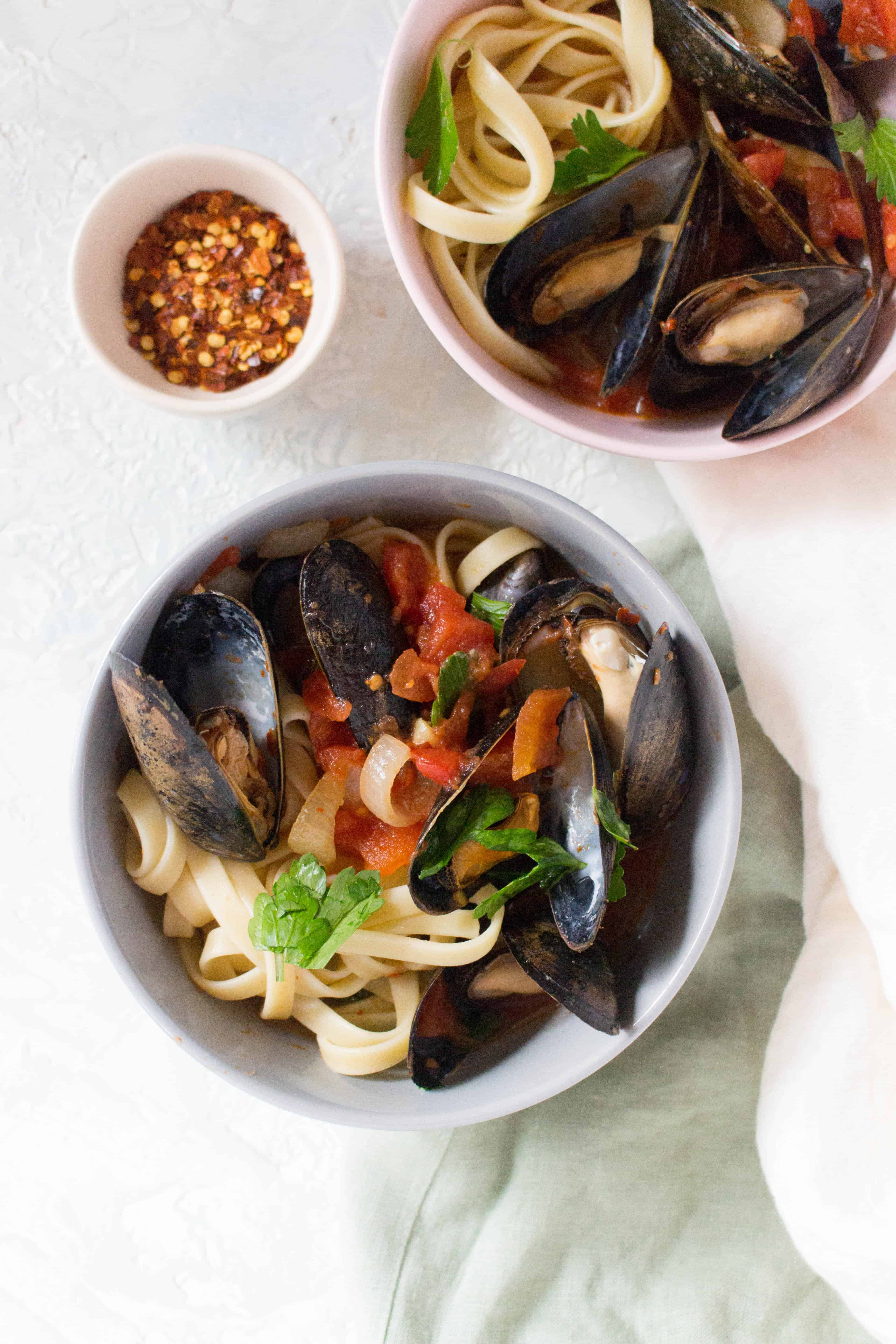 Looking for an easy recipe that looks impressive but takes little to no effort to put together? This Spicy Steamed Mussels is perfect!
