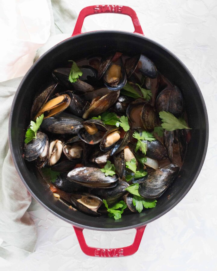 Looking for an easy recipe that looks impressive but takes little to no effort to put together? ThisSpicy Steamed Mussels is perfect!