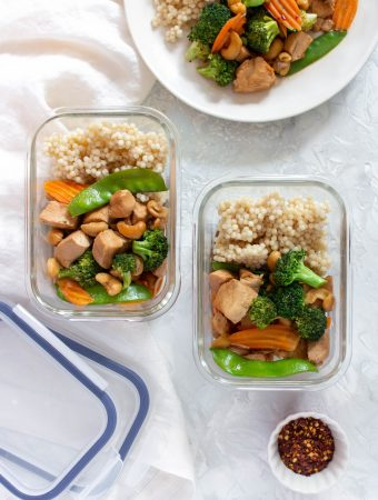 This Instant Pot Cashew Chicken is the perfect mix of sweet and savoury. Meal prep this Sunday night or make it for dinner!
