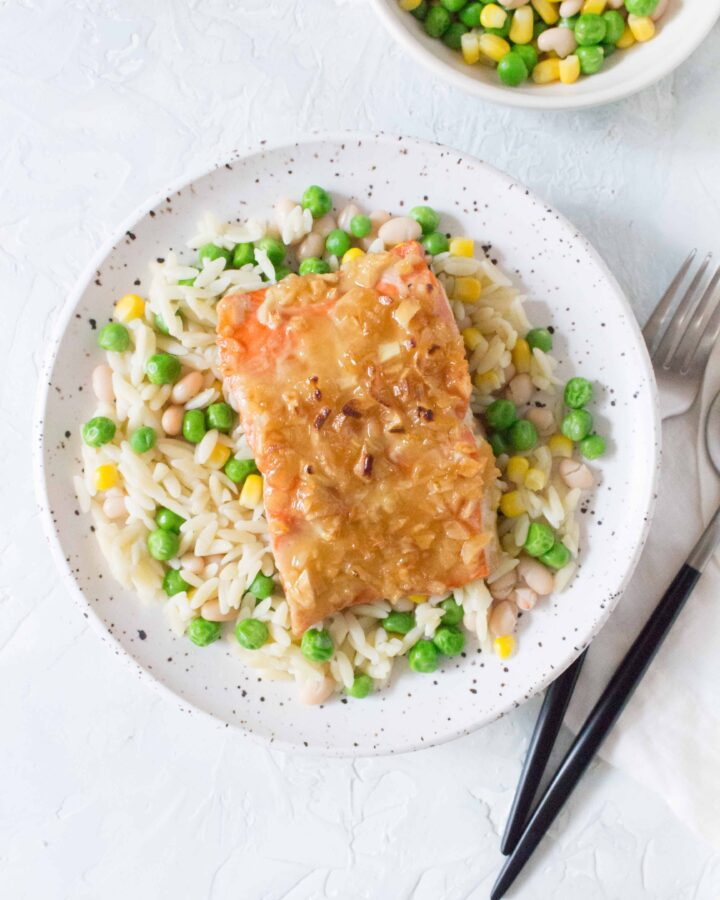 This baked Honey Garlic Salmon in foil is the perfect weeknight dinner and packs up perfectly for your lunches. Plus it's made withextra garlic because there's no such thing as too much garlic.