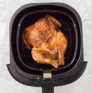"""Do you have an air fryer and want juicy and tender roasted chicken? With completely moist and crispy skin, do it in a healthy chicken air mill in less than 30 minutes. """"srcset ="""" https://carmyy.com/wp-content/uploads/2019/07/airfryer-whole-chicken-3-320x321.jpg 320w, https://carmyy.com/wp-content/uploads/2019 /07/airfryer-whole-chicken-3-150x150.jpg 150w, https://carmyy.com/wp-content/uploads/2019/07/airfryer-whole-chicken-3-500x500.jpg 500w """"size ="""" (max width: 200px) 100vw, 200px"""