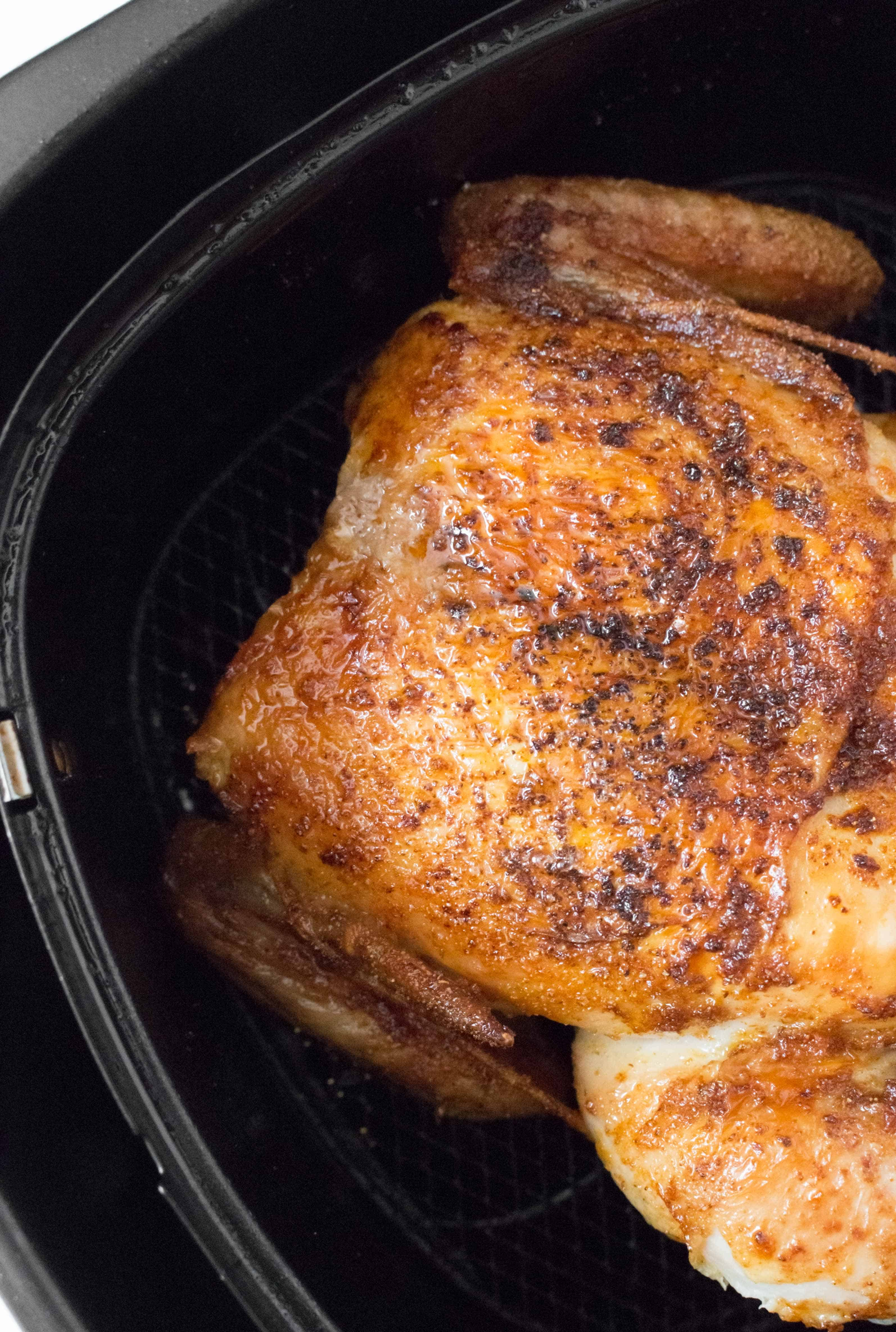"""How to roast whole chicken in an air fryer """"Width ="""" 3188 """"Height ="""" 4737 """"data-pin-description ="""" Do you have an air fryer and want juicy and tender roasted chicken? With completely moist and crispy skin, do it in a healthy chicken air mill in less than 30 minutes. """"srcset ="""" https://carmyy.com/wp-content/uploads/2019/07/airfryer-whole-chicken-4.jpg 3188w, https://carmyy.com/wp-content/uploads/2019/07 /airfryer-whole-chicken-4-202x300.jpg 202w, https://carmyy.com/wp-content/uploads/2019/07/airfryer-whole-chicken-4-768x1141.jpg 768w, https://carmyy .com / wp-content / uploads / 2019/07 / airfryer-Whole-chicken-4-689x1024.jpg 689w """"size ="""" (max width: 3188px) 100vw, 3188px"""