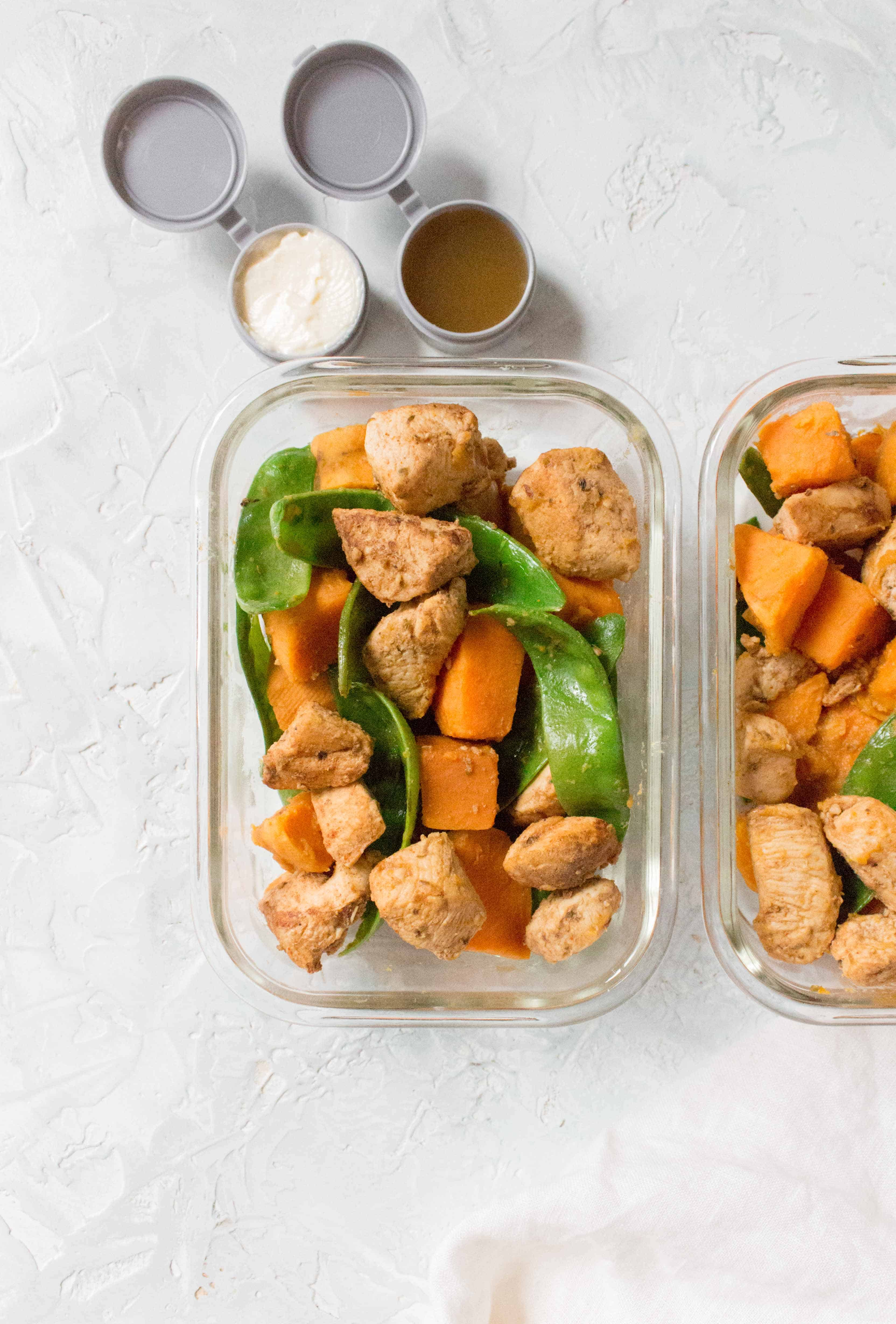 This One Pot Chicken and Vegetable Meal Prep is so easy to make takes under an hour to put together!
