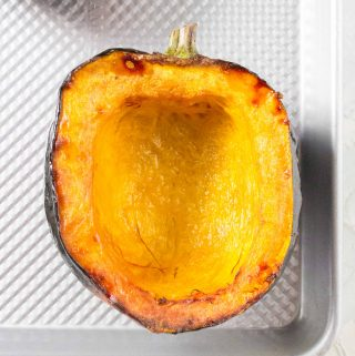 Filling, healthy, and easy to make, roasted acorn squash is the perfect ingredient for meal preps or as a side dish! Here's how to roast acorn squash!