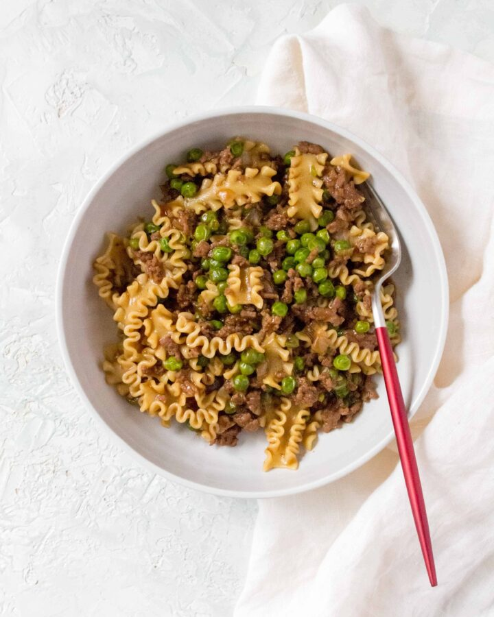 A fusion of flavours, this Hong Kong style Chinese Bolognese is a bowl of comfort! Usually sold in 茶餐廳/Hong Kong style cafes, you're going to want to give this twist on bolognese a try!