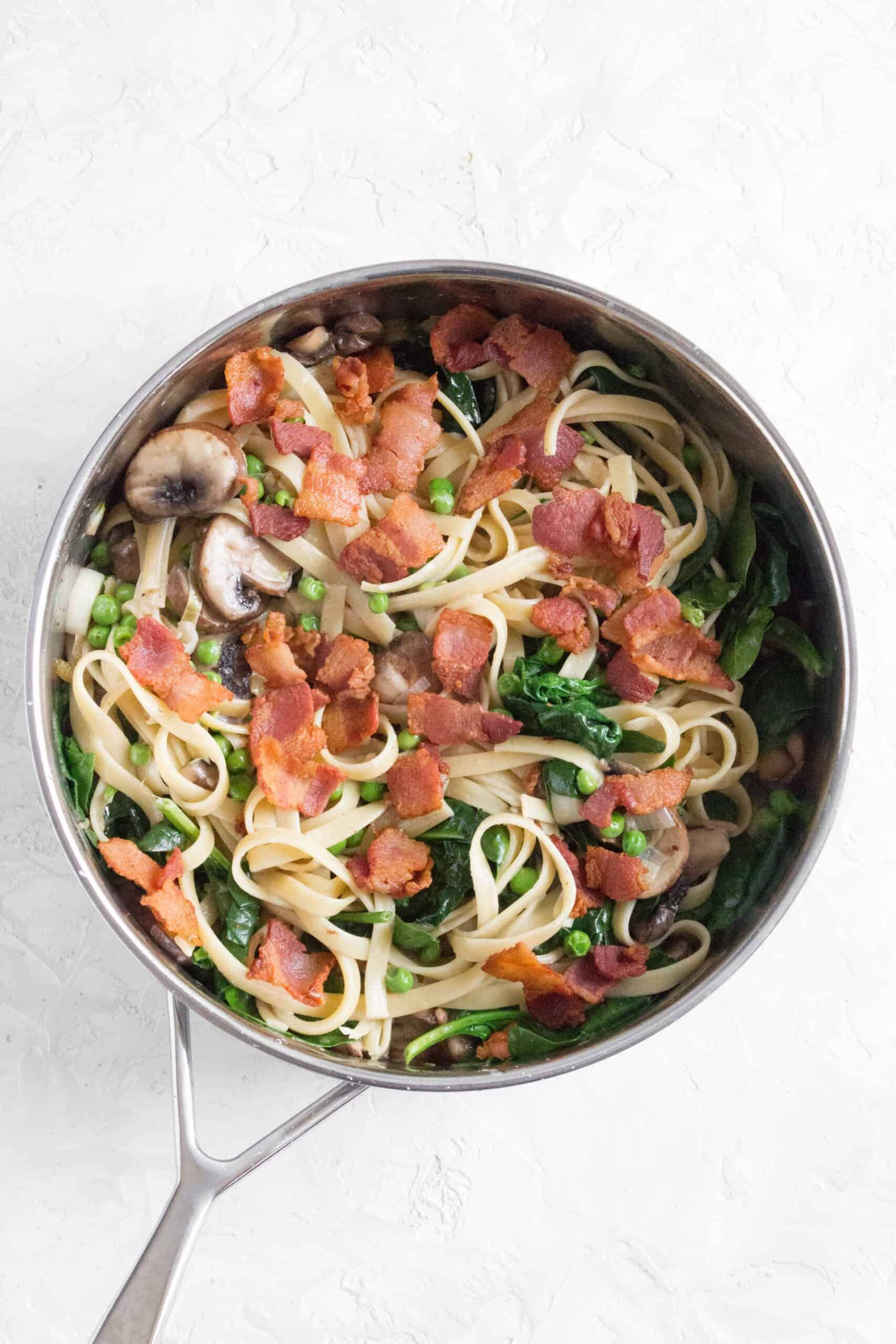 This Bacon, Mushroom, Spinach Pasta makes dinner time super easy! Delicious, filling, and full of flavour, it takes less than 30 minutes to make!