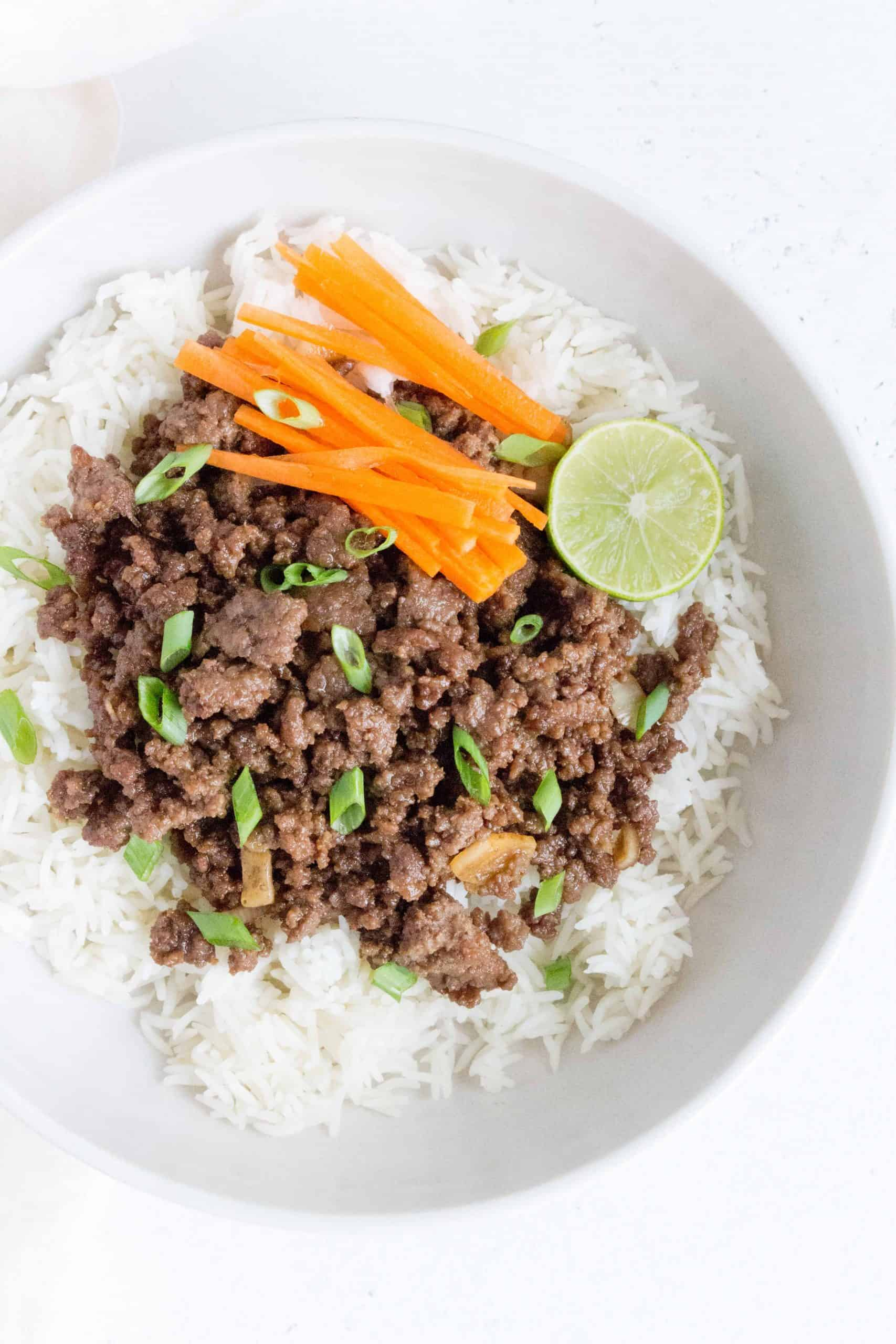 Made in under 30 minutes, this Honey Hoisin Beef Bowls is the perfect mix of sweet and savoury! This quick recipe makes for a delicious meal prep or as a last minute meal.