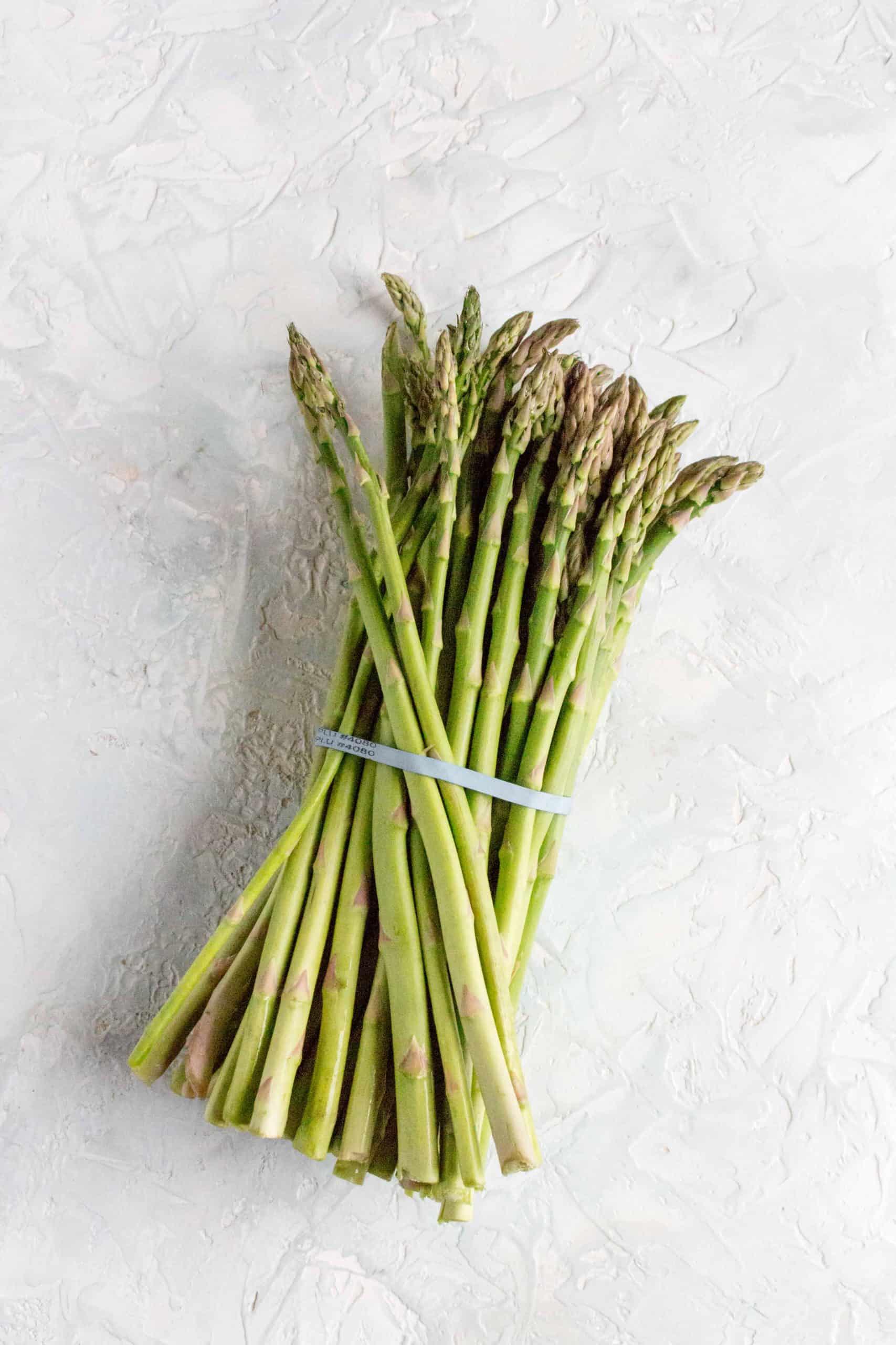 bunch of raw asparagus