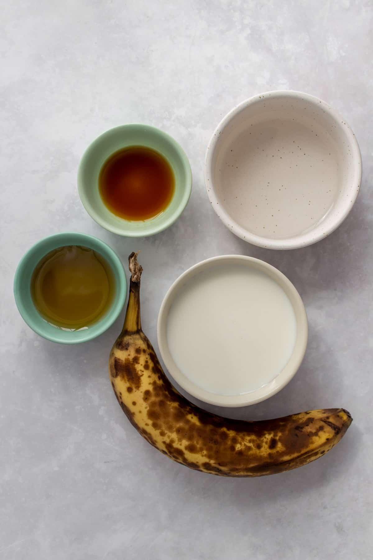 Ingredients needed to make homemade banana milk.