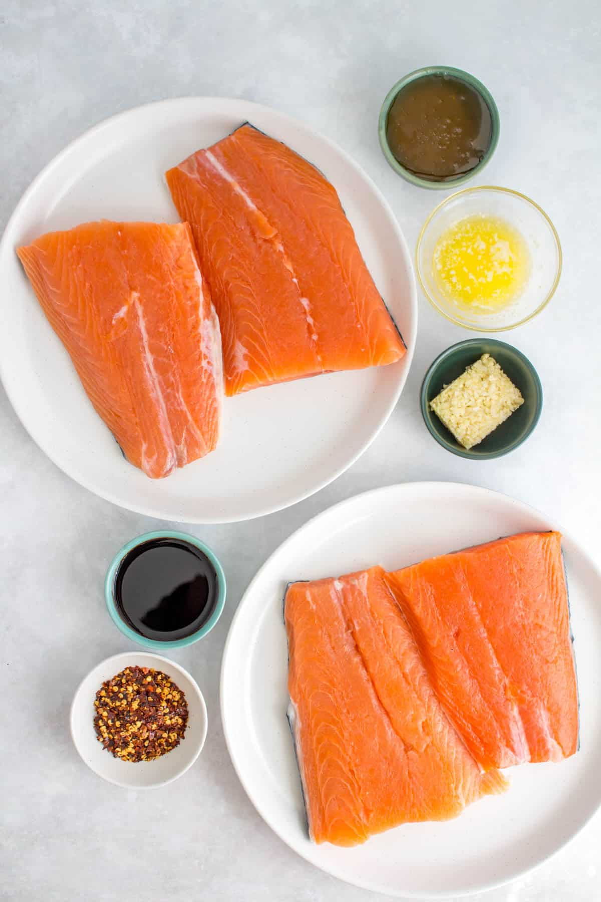 Ingredients needed to make sweet chili salmon.