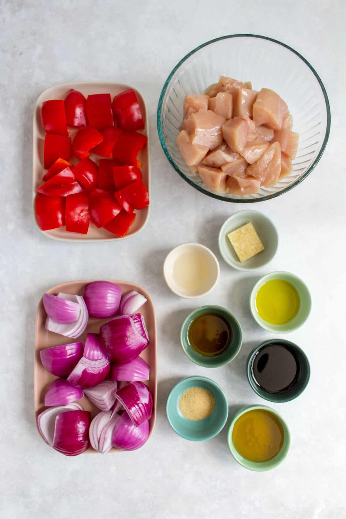 Ingredients needed to make chicken kabobs.