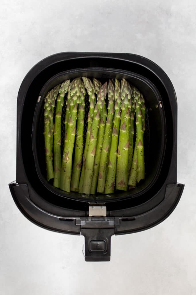 Asparagus in the air fryer.