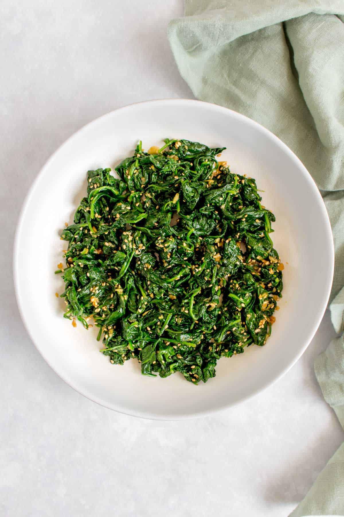 Seasoned spinach in a plate (Sigumchi Namul).